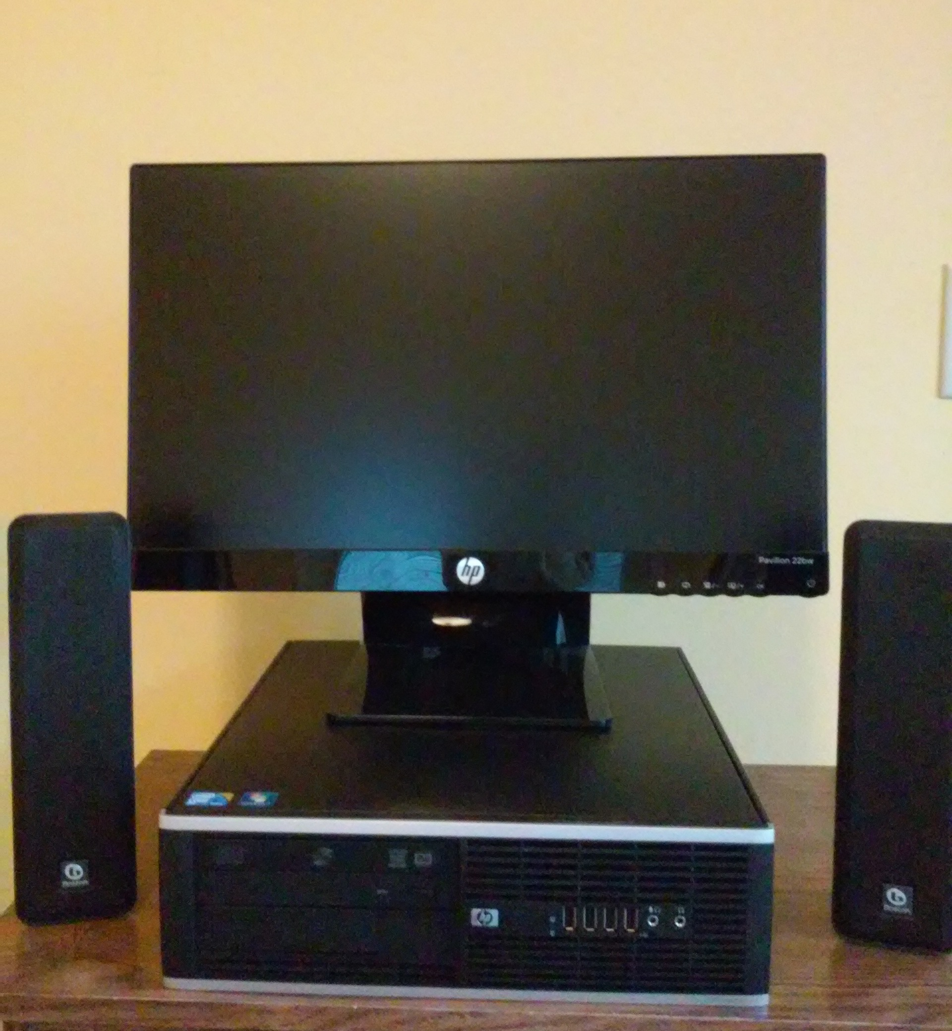 The EZ 8000 - Core 2 Duo E8400 - Affordable CustoMac Media Center
